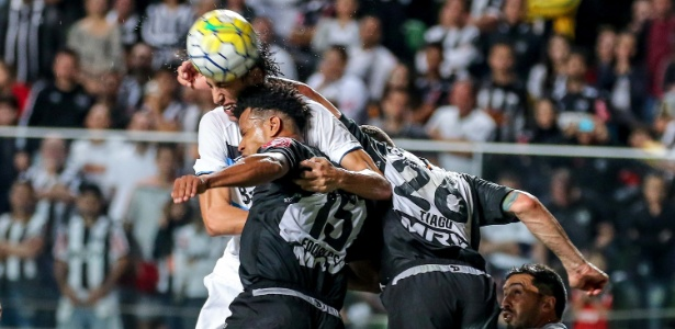 Dupla formada por Edcarlos e Tiago desagradou bastante a torcida do Atlético-MG