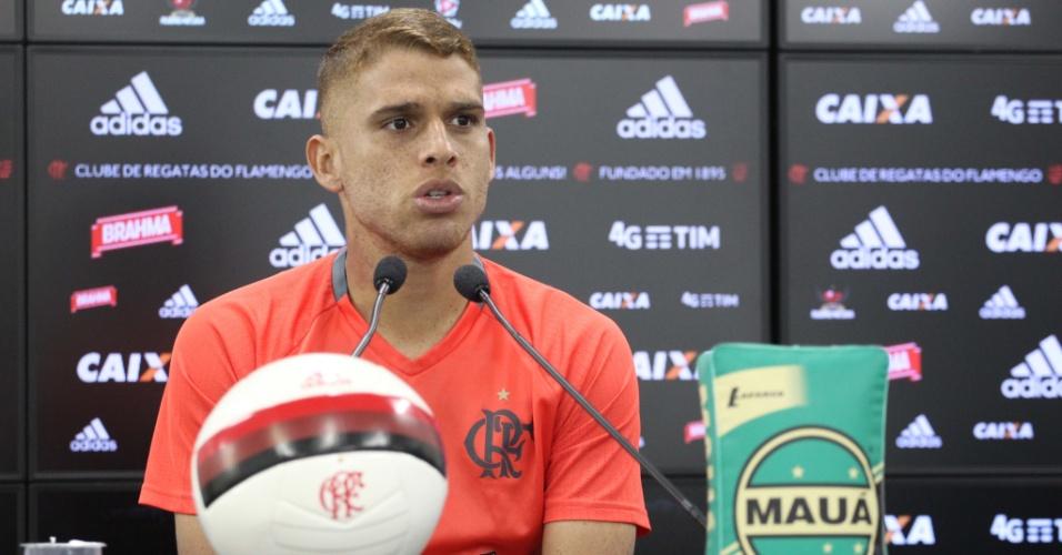 Cuéllar busca retomar trajetória no Flamengo durante o Campeonato Brasileiro