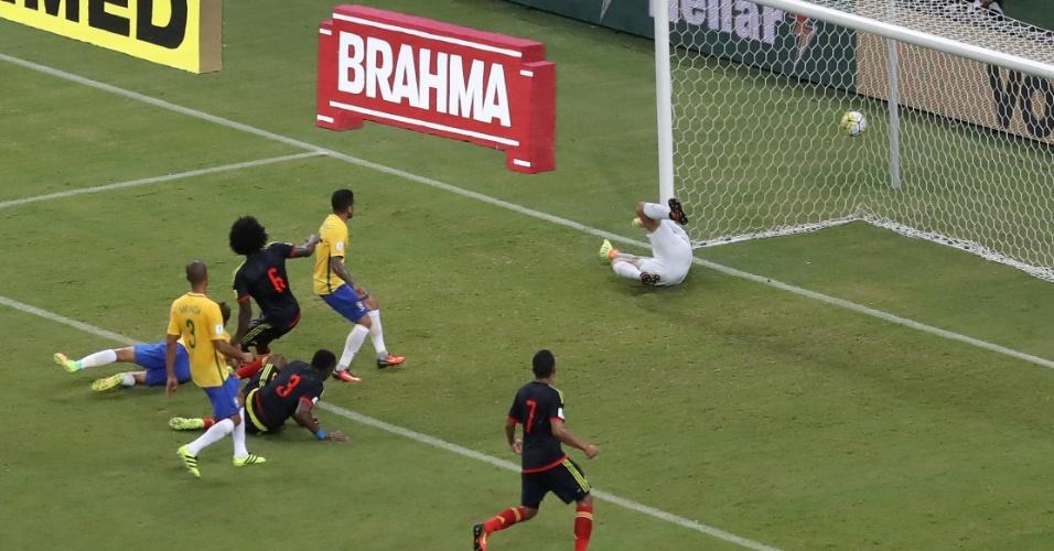 Colômbia empata contra o Brasil após desvio do zagueiro Marquinhos contra o gol defendido por Alisson