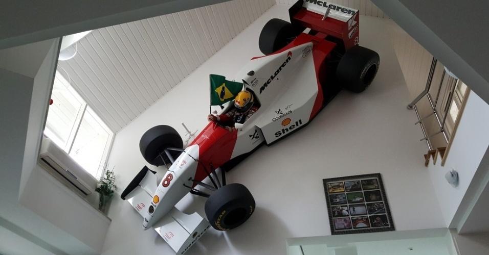 Réplica da McLaren de 1994 de Ayrton Senna feita pelo designer Adhemar Cabral
