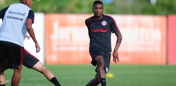 Edenílson foi contratado pelo Inter e estreia nesta quinta-feira pelo Gauchão