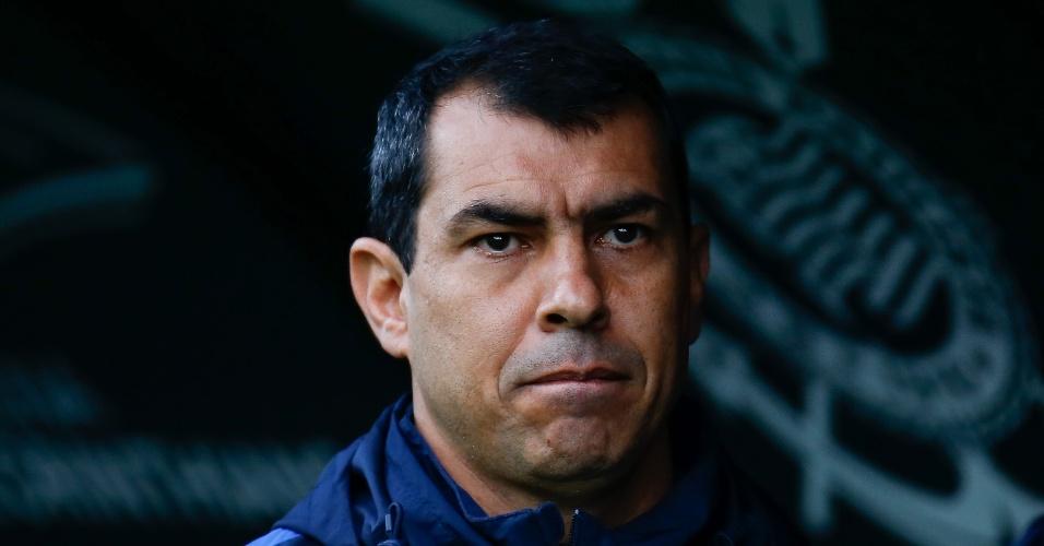 Carille no banco de reservas do Corinthians na partida contra o Botafogo