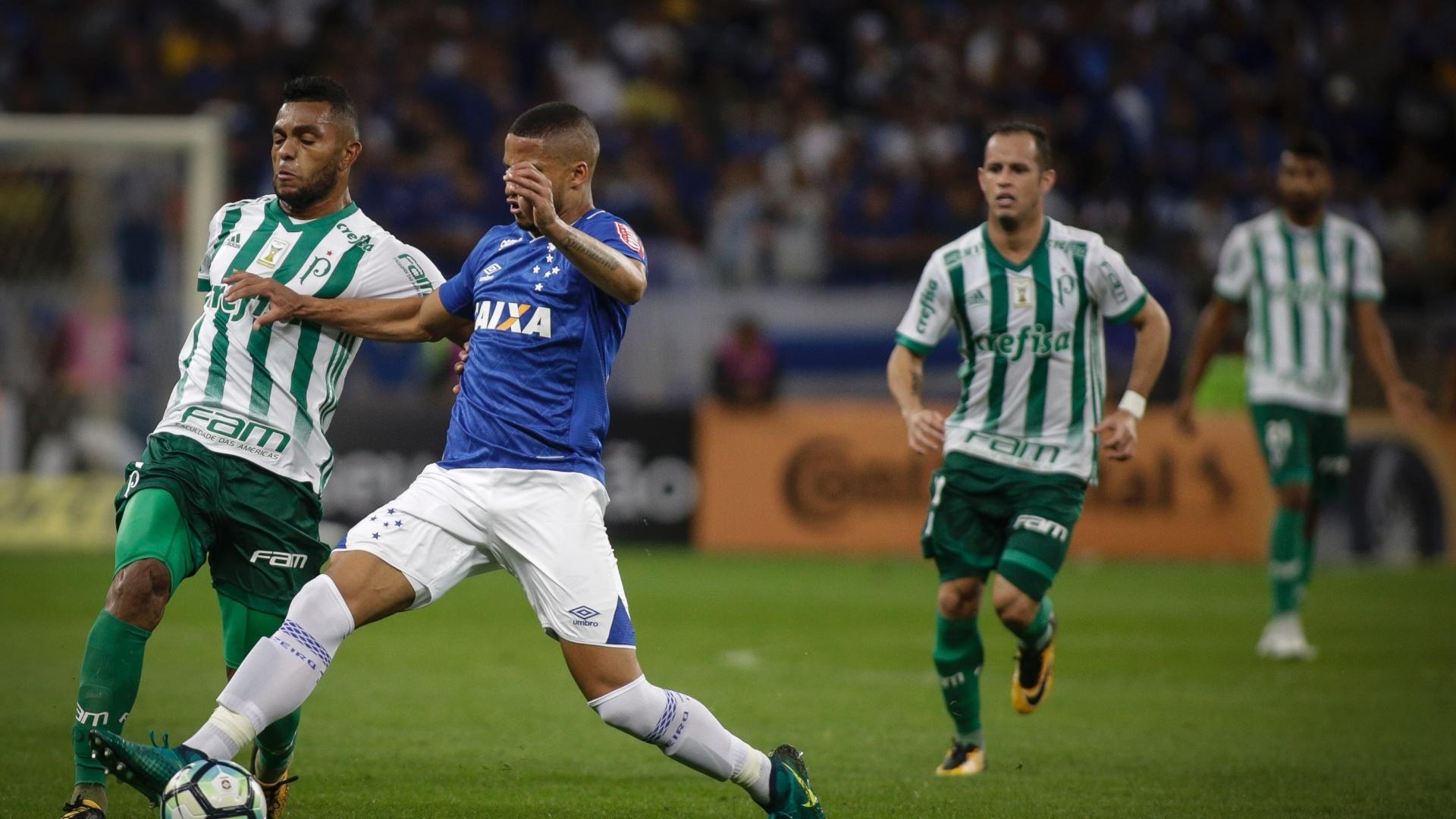 Borja, do Palmeiras, divide com Murilo, do Cruzeiro, em jogo pela Copa do Brasil