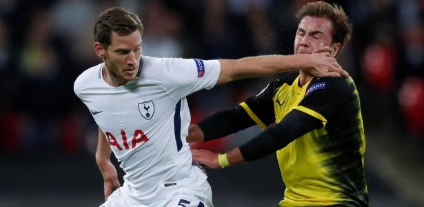 Mario Gotze, do Borussia Dortmund, é atingido por Jan Vertonghen, do Tottenham