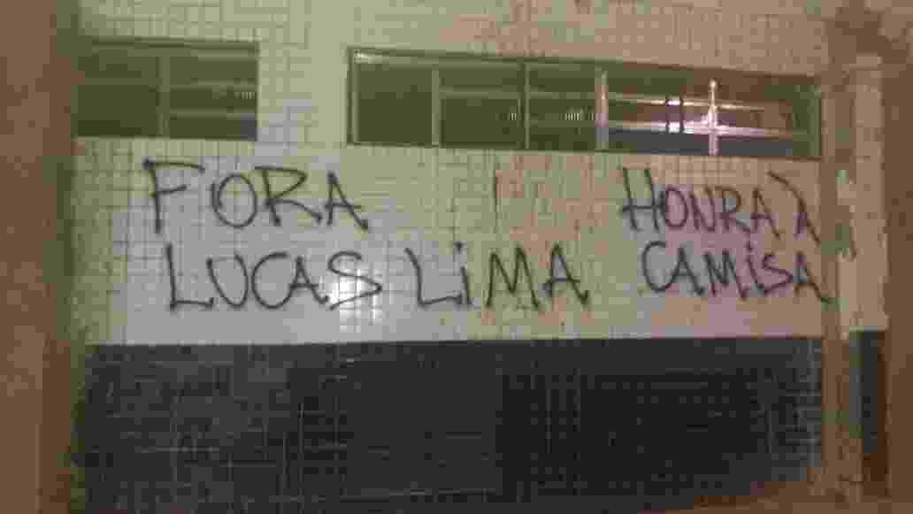 Lucas Lima protesto Santos pixação Vila Belmiro - Samir Carvalho/UOL Esporte