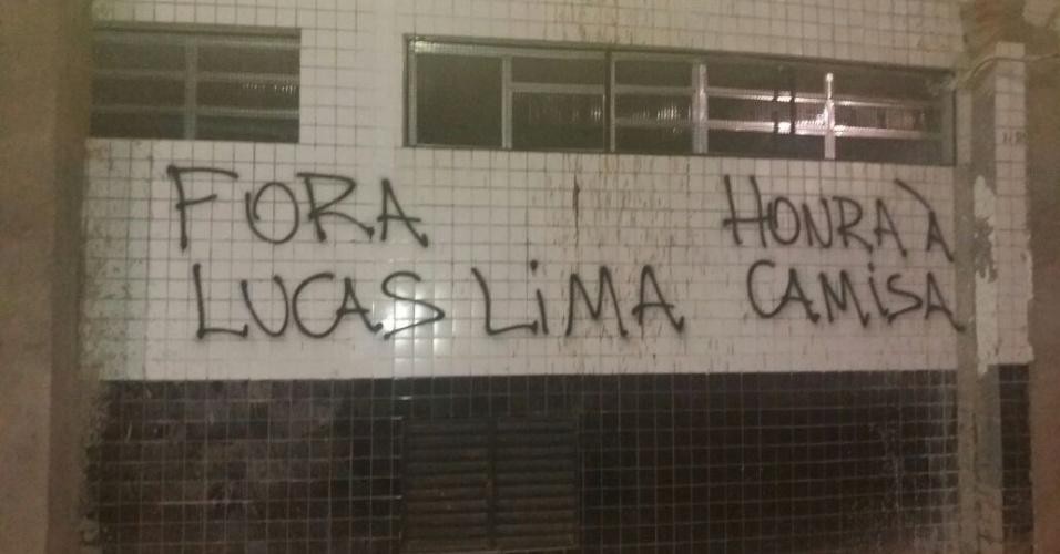 Lucas Lima protesto Santos pixação Vila Belmiro