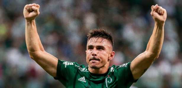 Willian comemora gol que abriu o placar para o Palmeiras contra o Santo André