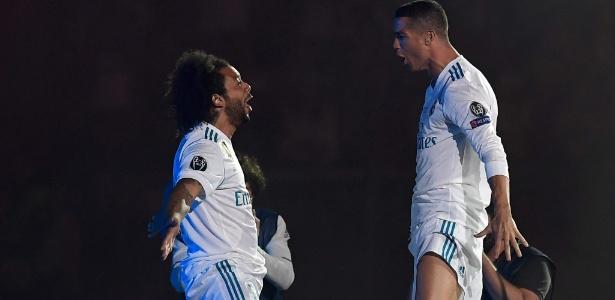 Marcelo e Cristiano Ronaldo participam de festa montada no estádio Santiago Bernabéu um dia após título