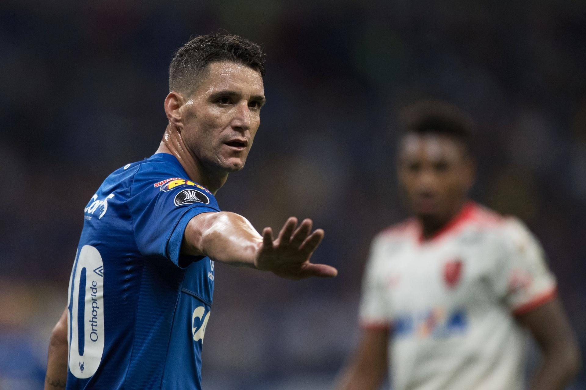Corinthians e Grêmio demonstram interesse em Thiago Neves 22adc5dbd76b8