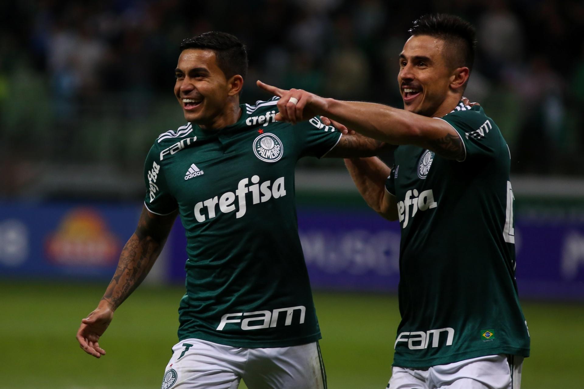 83df2856b7 Palmeiras bate Atlético-PR por 2 a 0 e já ameaça líderes do Brasileirão -  Esporte - BOL