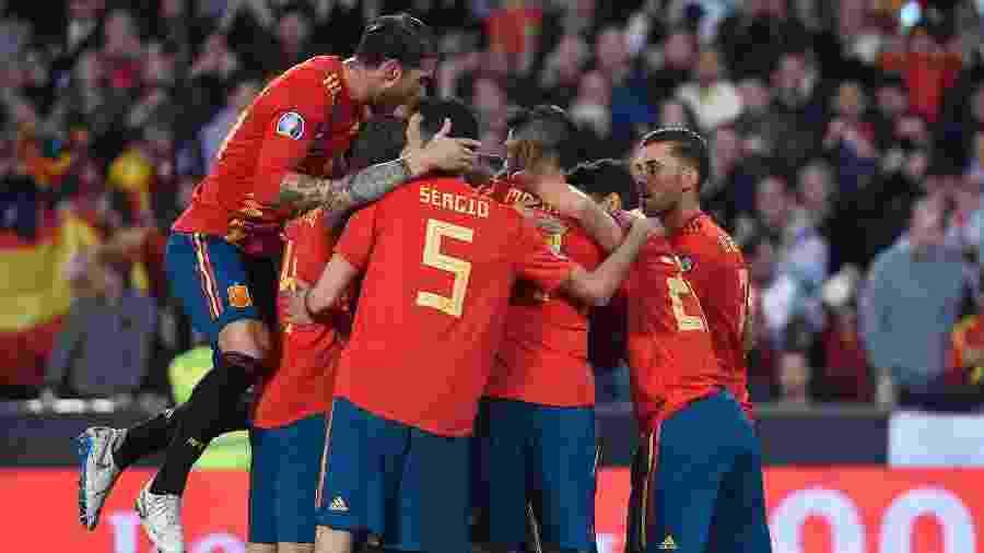 Espanha comemora gol contra a Noruega - JOSE JORDAN / AFP