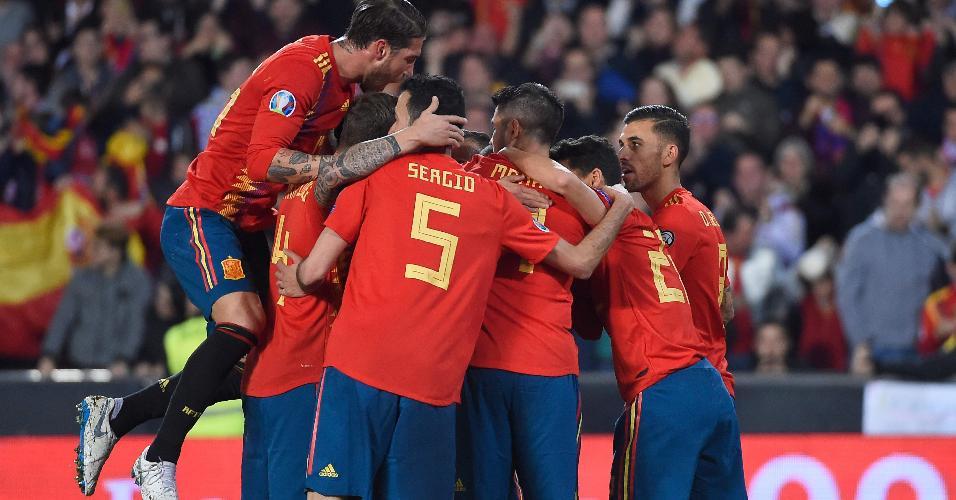 Espanha comemora gol contra a Noruega