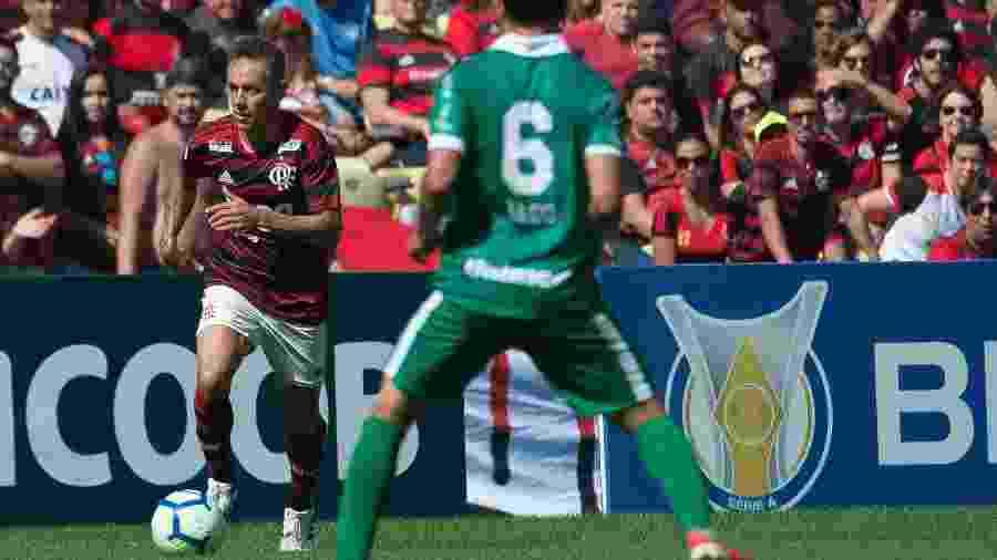 Rafinha fez estreia pelo Flamengo em jogo contra o Goiás; Rubro-negro goleou por 6 a 1 no turno - Alexandre Vidal - Flamengo