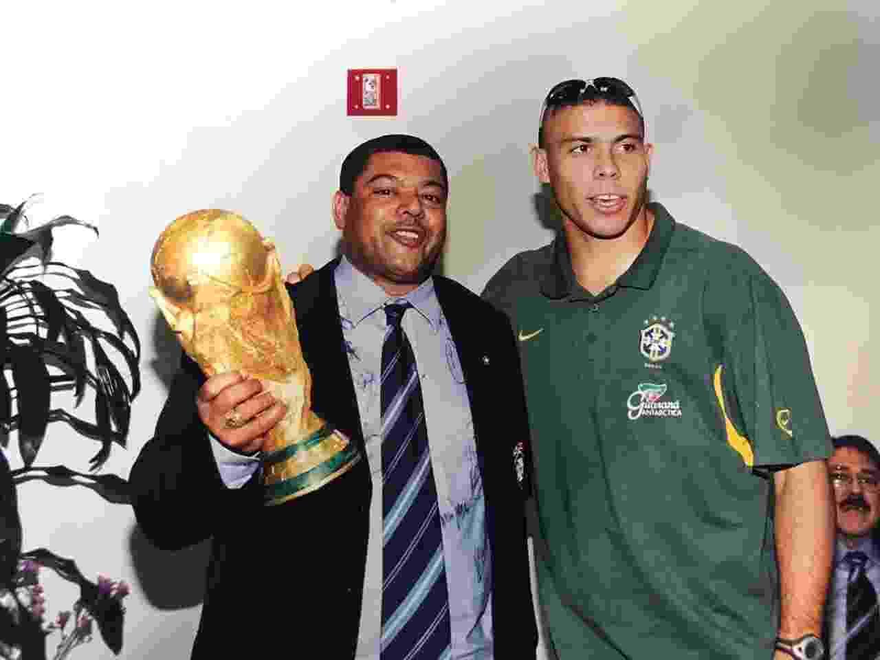Barreto com Ronaldo após a Copa de 2002 - Arquivo pessoal