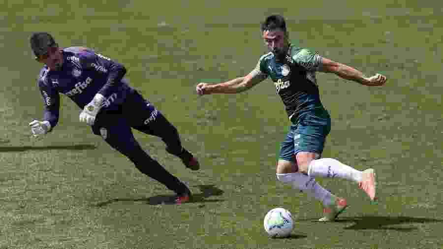 Willian assume a vaga de Luiz Adriano no jogo contra o Bolívar - Cesar Greco