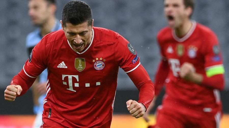 Lewandowski comemora o gol do Bayern contra a Lazio - CHRISTOF STACHE/AFP
