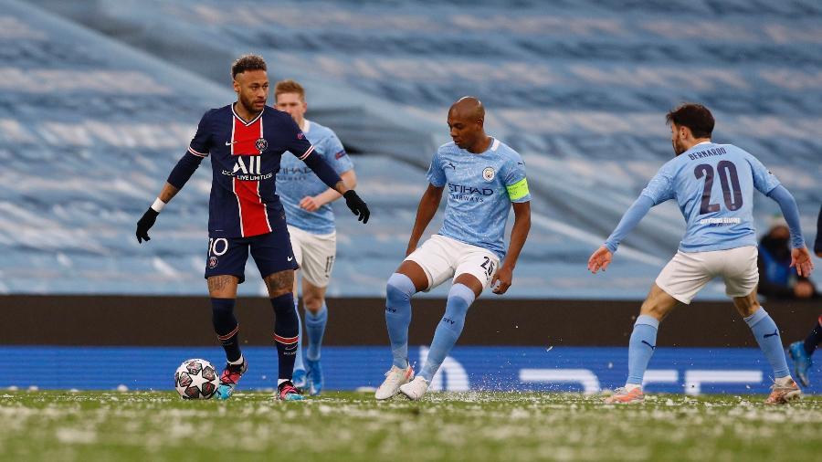 Fernandinho marca Neymar na semifinal da Champions League - PHIL NOBLE/REUTERS