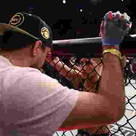Priscila Pedrita e Gilliard Parana conversam antes de luta contra Valentina Shevchenko no UFC - Buda Mendes/Zuffa LLC via Getty Images - Buda Mendes/Zuffa LLC via Getty Images