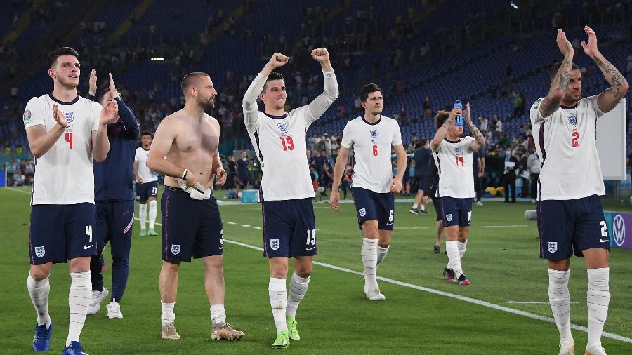 Jogadores da Inglaterra comemoram vaga nas semifinais da Eurocopa - ALBERTO LINGRIA/AFP
