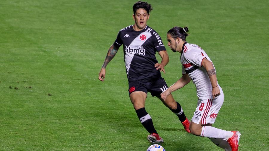 Martín Benítez e Germán Cano disputam lance em São Paulo x Vasco pela Copa do Brasil - Marcello Zambrana/AGIF