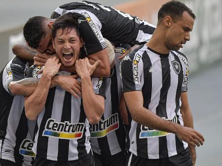 Botafogo venceu o Náutico de virada, engatou a quarta vitória seguida e assumiu a vice-liderança da Série B provisoriamente - ANDRÉ FABIANO/CÓDIGO19/ESTADÃO CONTEÚDO