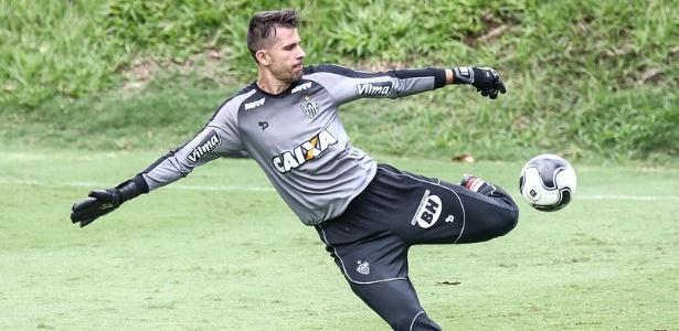 Victor pode ser o único jogador titular do Atlético-MG nos dois jogos com o Atlético-PR, pelo Brasileirão
