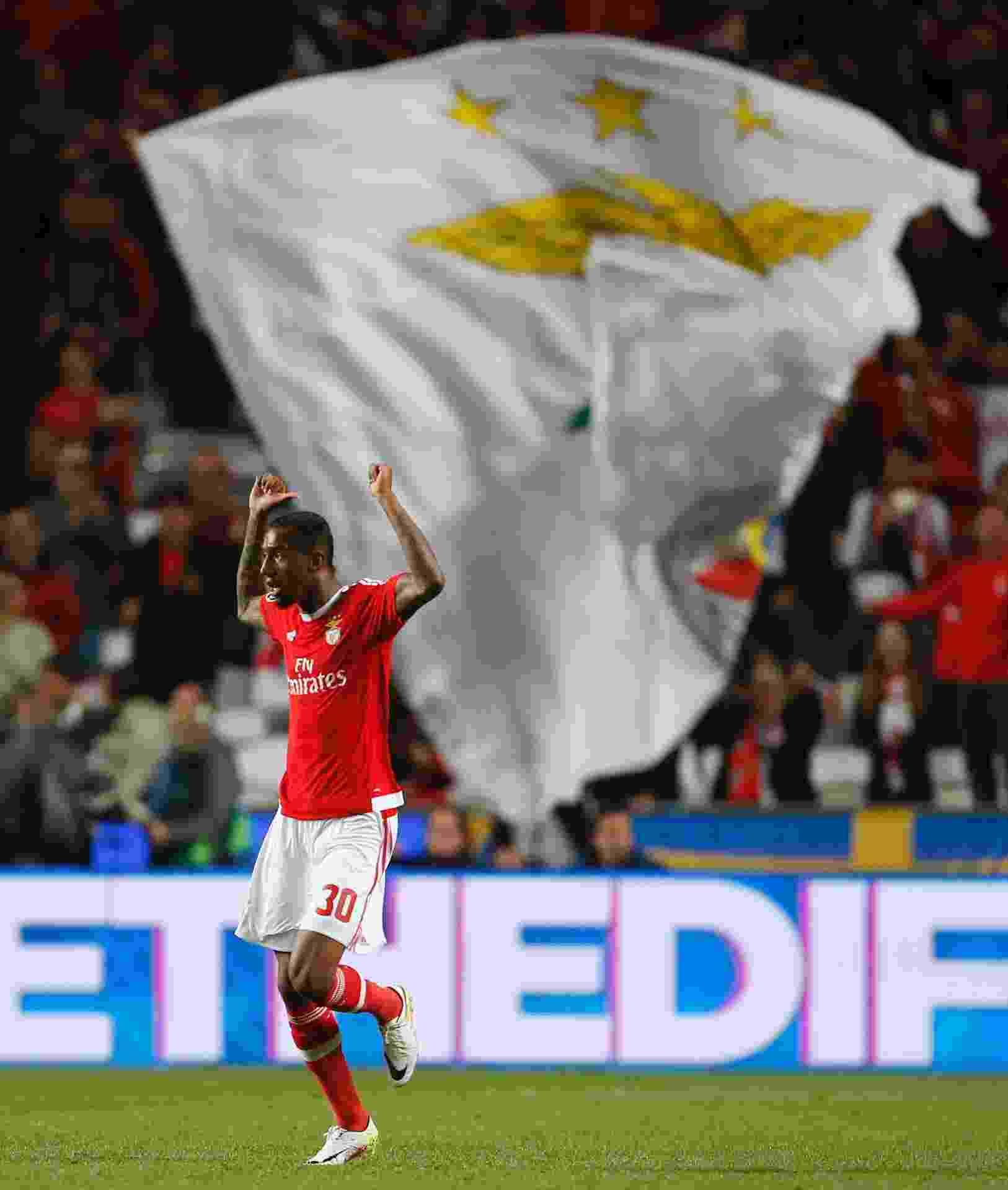 Anderson Talisca comemora após marcar belo gol para o Benfica contra o Bayern de Munique pela Liga dos Campeões - Rafael Marchante/Reuters