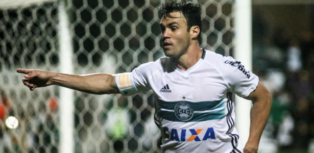 Kleber Gladiador soma 22 gols na temporada 2016, sendo oito no Brasileirão