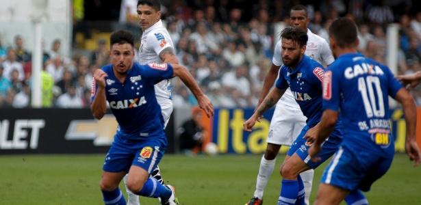 Em 18 jogos, Cruzeiro sofreu dez derrotas, venceu cinco e empatou três jogos