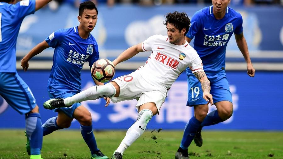 Pato diz que futebol chinês não dificulta volta à seleção brasileira ... 90aa2ca8d1b86