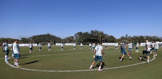 Cuca participou de bobinho no aquecimento do Palmeiras em Atibaia