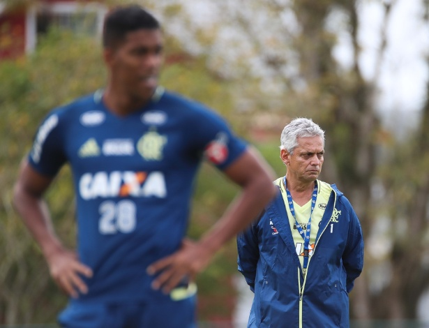 Reinaldo Rueda trabalha para encontrar o equilíbrio em um Flamengo de olho na decisão