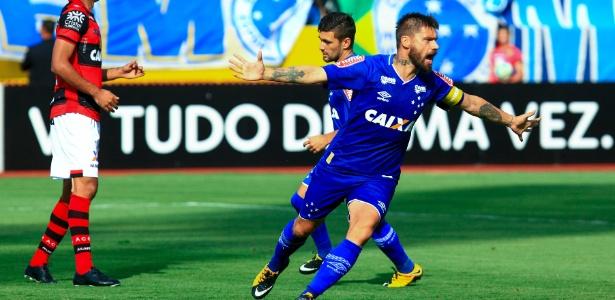 Rafael Sóbis comemora um de seus gols pelo Cruzeiro