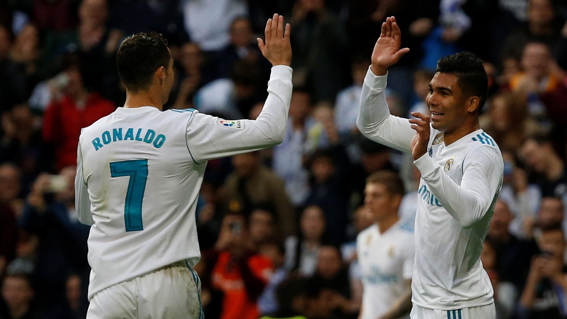 Casemiro e Cristiano Ronaldo comemoram gol para o Real Madrid contra o Málaga