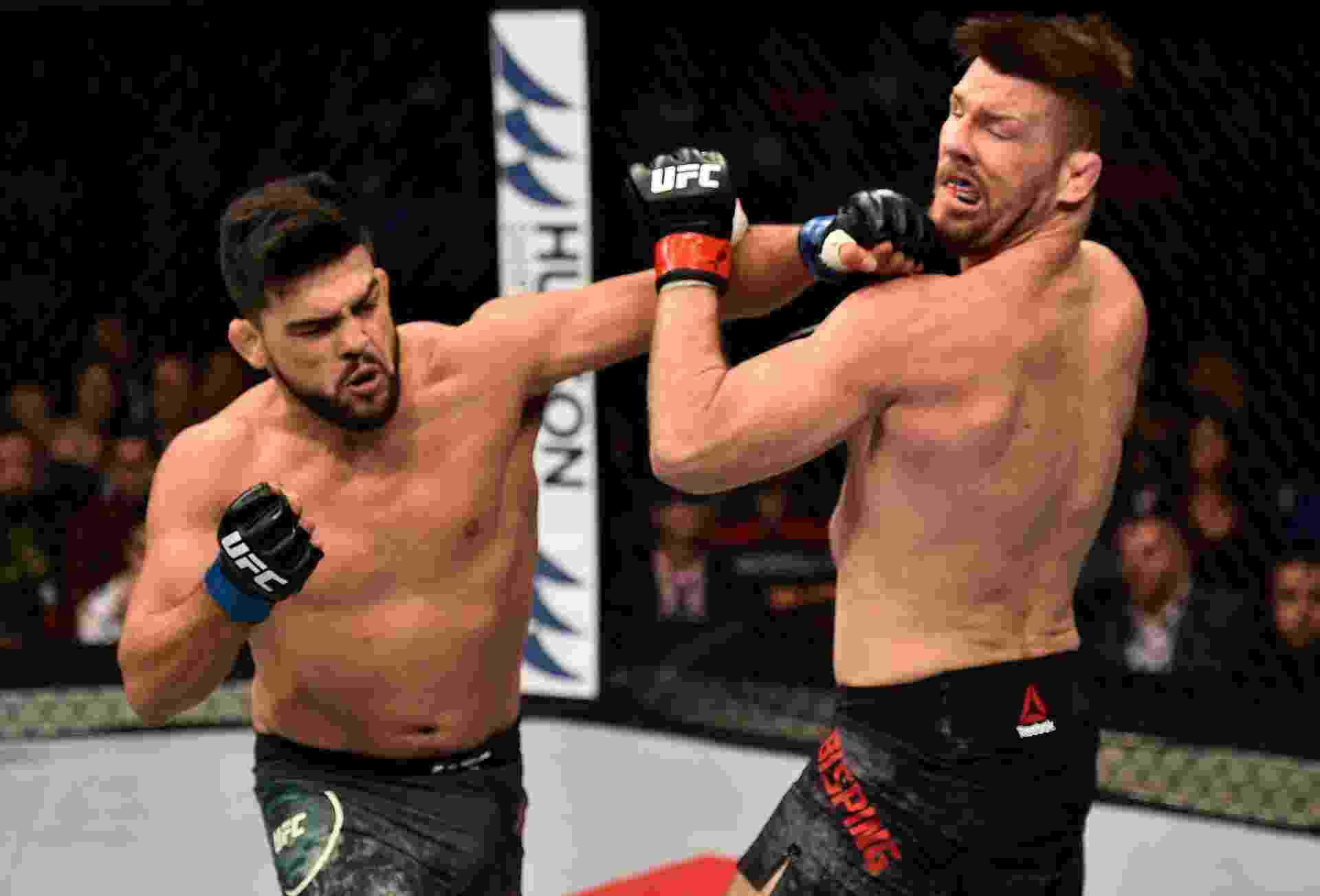 Na luta principal do UFC Fight Night em Xangai, na China, Kelvin Gastelum nocauteou Michael Bisping no primeiro round - Brandon Magnus/Zuffa LLC via Getty Images