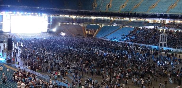 Torcida do Grêmio enche o campo da Arena para jogo de volta da Libertadores