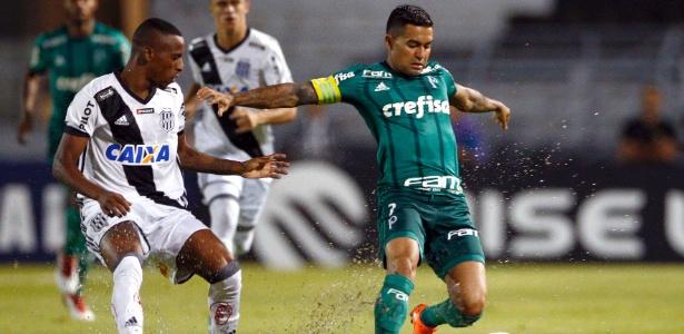 Dudu tenta o domínio de bola na partida entre Ponte Preta e Palmeiras no Moisés Lucarelli