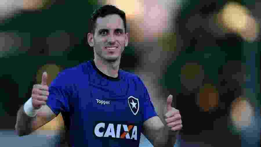 Nos últimos dias, Gatito esteve à disposição da delegação paraguaia - Vitor Silva/SSPress/Botafogo