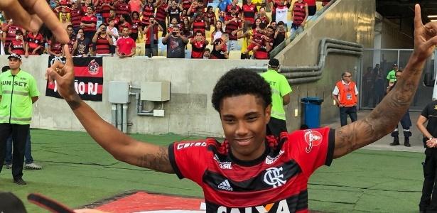 Vitinho já pode estrear pelo novo clube - Divulgação/Flamengo