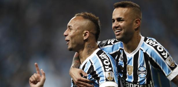 Everton e Luan estão fora da partida do Grêmio contra o River Plate nesta terça - Itamar AGUIAR / AFP