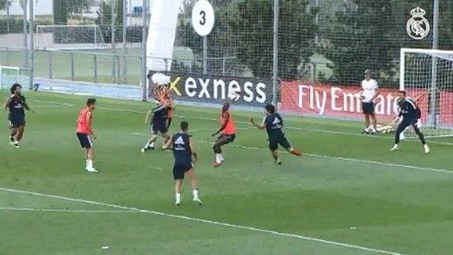 Vinicius Junior fez golaço de bicicleta em treino do Real Madrid