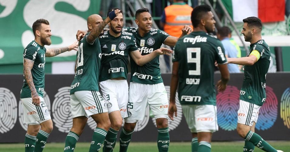 Jogadores do Palmeiras comemoram gol de Edu Dracena diante do Vitória pelo  Campeonato Brasileiro 2018 7e219f944fe5a