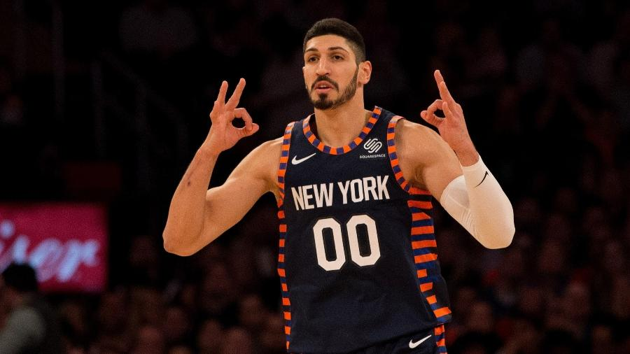 Enes Kanter, durante partida pelo New York Knicks - Mike Stobe/Getty Images/AFP