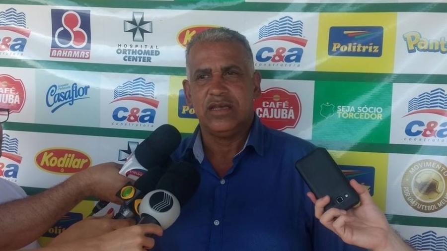 Ademir Fonseca dirige o Uberlândia desde novembro do ano passado e passou mal neste domingo - Divulgação/Uberlândia
