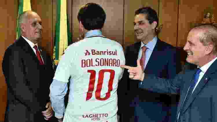 Bolsonaro com camisa do Inter - Reprodução - Reprodução