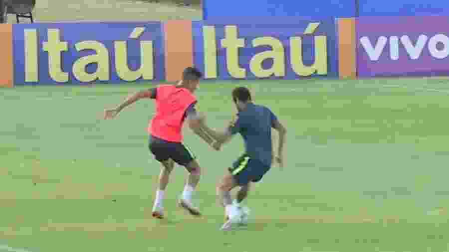 Jovem de 19 anos se destaca com rolinho em Neymar durante treino da seleção - Reprodução/ESPN