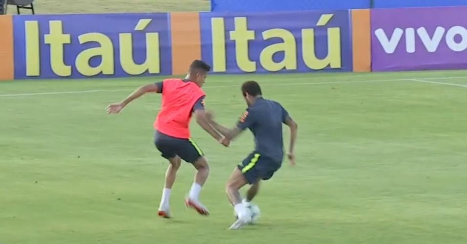 Jovem de 19 anos se destaca com rolinho em Neymar durante treino da seleção