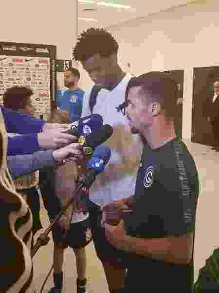 Gil e Michael participaram juntos de entrevista na zona mista após o jogo em Itaquera - Samir Carvalho/UOL