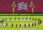 Jogadores do Liverpool fazem manifestação contra racismo durante treino