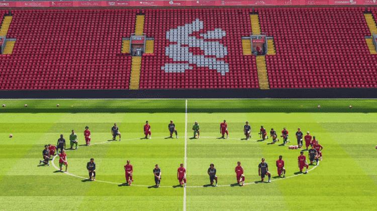 Jogadores do Liverpool se manifestam em campanha por igualdade racial - Reprodução - Reprodução